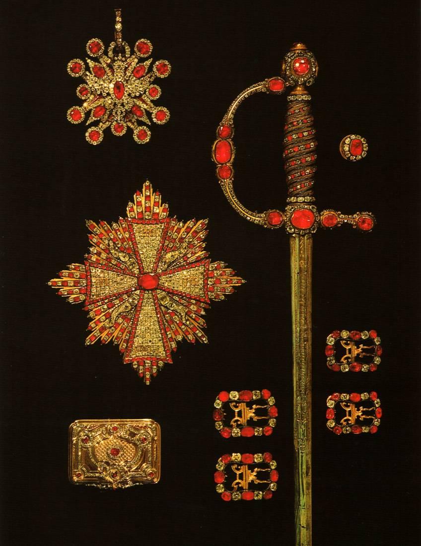 Предметы из рубинового гарнитура: орден и звезда к польскому ордену Белого орла, табакерка, шпага, четыре пряжки, запонка