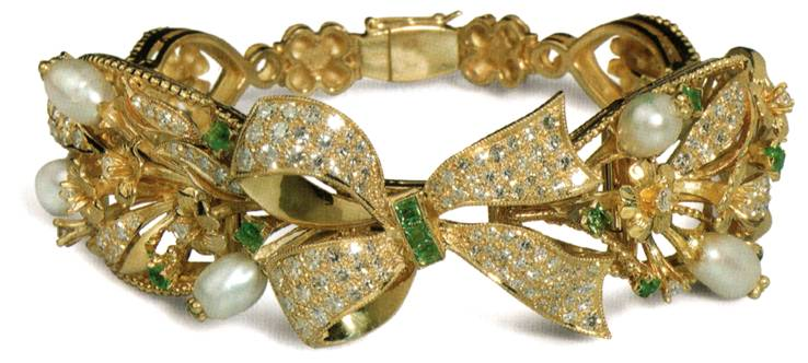 Браслет с бантом - золото, бриллианты, изумруды, жемчуг